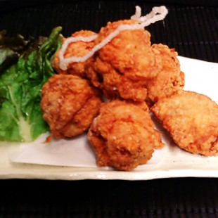 "Some piece of Fried ""Jidori"" chicken on the plate."