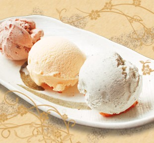 3 kind ice cream platter.